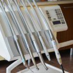 Zdrowe zęby – czyli jak należycie dbać o swoje zęby